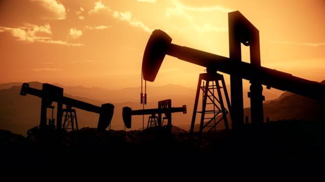 Giá dầu thô vẫn còn nhiều áp lực