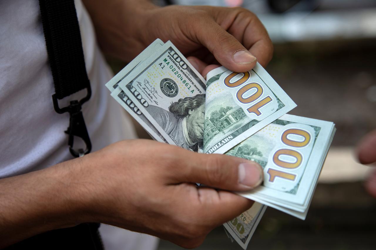 Các quỹ đầu cơ đặt cược vào sự mất giá của đồng bạc xanh