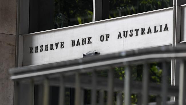 """RBA cho biết chính sách tiền tệ đang giúp """"hạ nhiệt"""" AUD, sẽ điều tiết vay mua nhà ở"""
